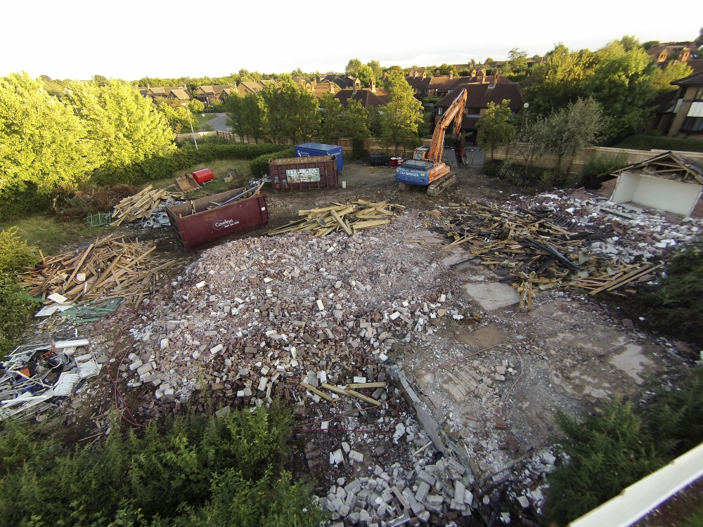 Demolishing leisure centre
